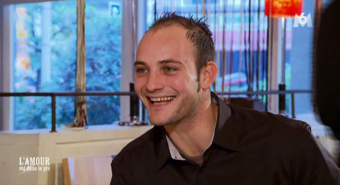 Bertrand a retrouvé son plus beau sourire, malgré son célibat...