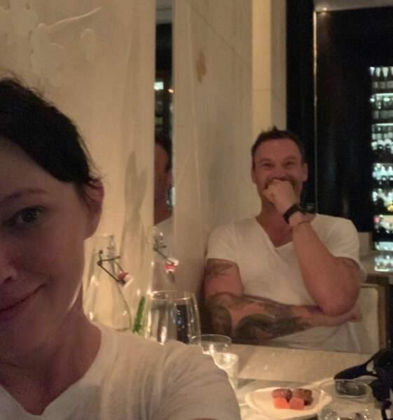 Shannen Doherty prend la pause avec Brian Austin Green sur le tournage.
