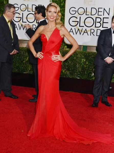 La top Heidi Klum, elle aussi toute de rouge vêtue