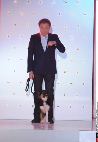 Voici la jolie Izia, la chienne de Michel Drucker