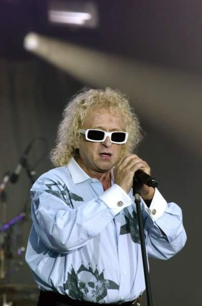 Boucles blondes et lunettes blanches : plus qu'un look, la signature Polnareff !