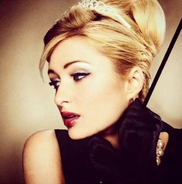 Paris Hilton elle préfère Diamants sur canapé. Ressemblant non ?