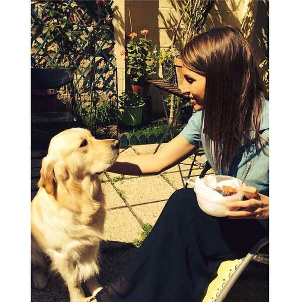 Câlin canin pour Laury Thilleman....