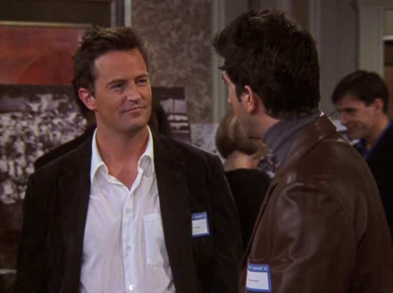 Dix ans plus tard, Chandler est presque le cliché de l'homme marié.