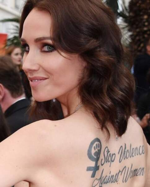 Un message que l'actrice voulait arborer sur le tapis rouge de Delon, dont des propos ont peiné l'actrice