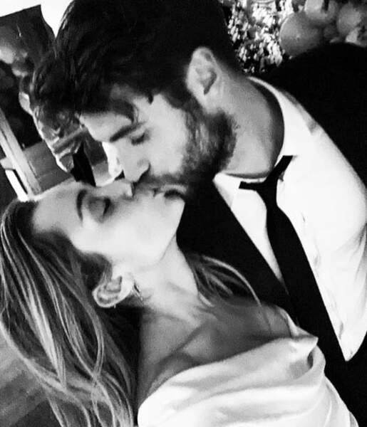 """Miley Cyrus et Liam Hemsworth se sont dit """"oui"""" après 10 ans d'amour."""