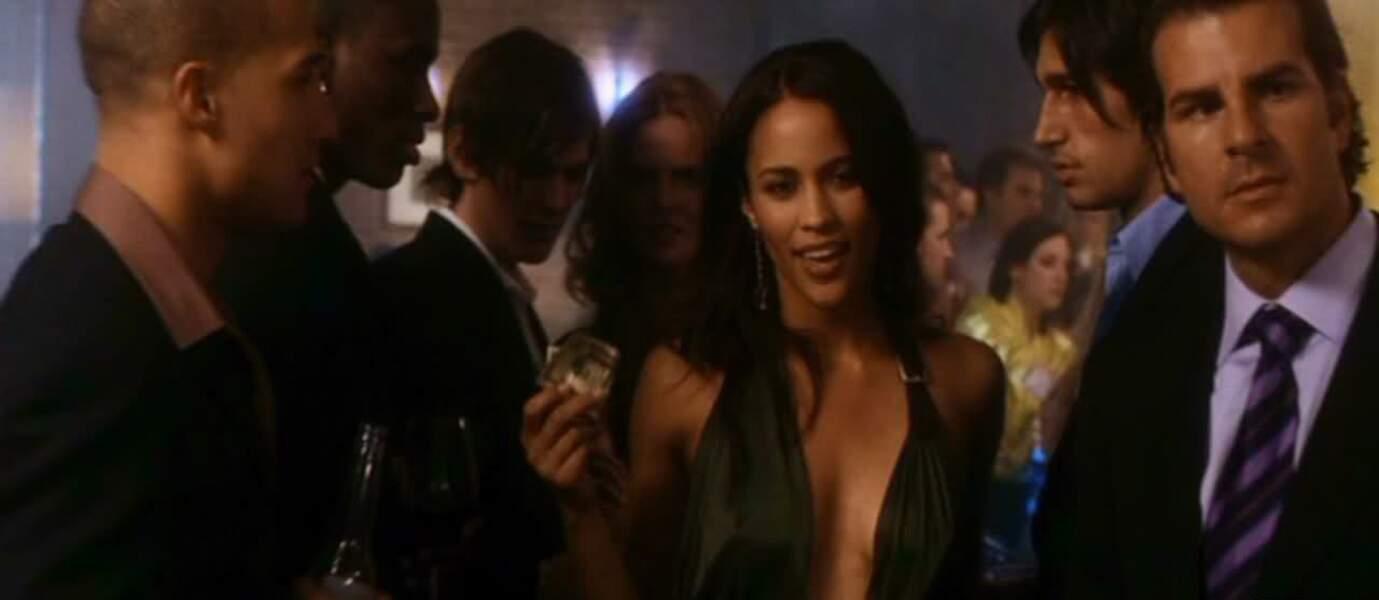 Dans Hitch (2005), elle fait tourner la tête de Will Smith.