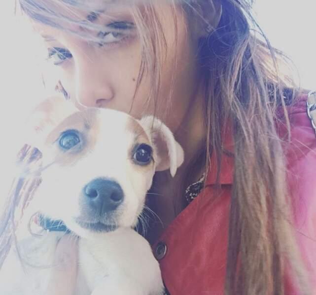 Nabilla et son chien