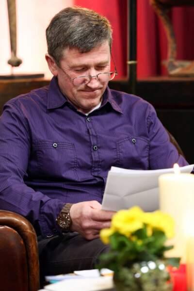 Belle chemise violette pour Philippe.