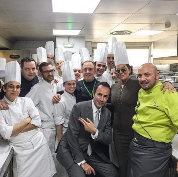 Maman Jenner est allée jouer les Chefs dans les cuisines de l'hotel Martinez