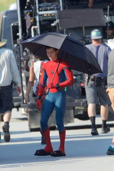Heureusement la production avait prévue des parapluies pour se protéger du soleil