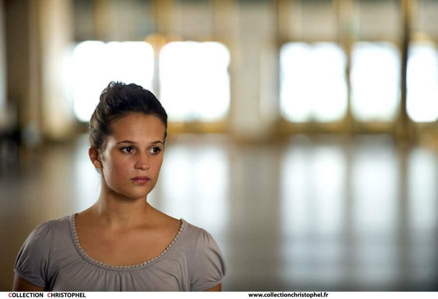 A 21 ans, Alicia Vikander débute au cinéma dans son premier long métrage intitulé Pure de Lisa Langseth