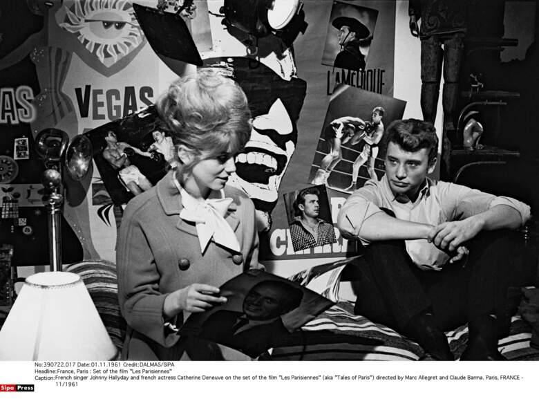 En 1961, sur le tournage du film Les parisiennes Catherine Deneuve rencontre Johnny Hallyday
