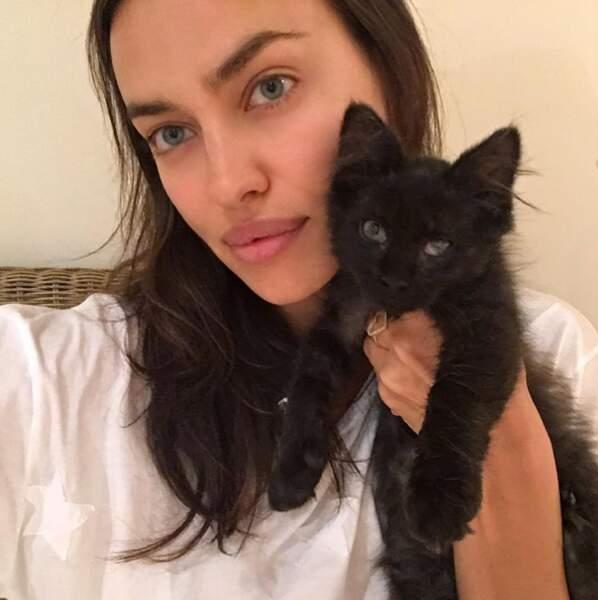 Tenez, un petit chat et Irina Shayk pour vous réconforter.