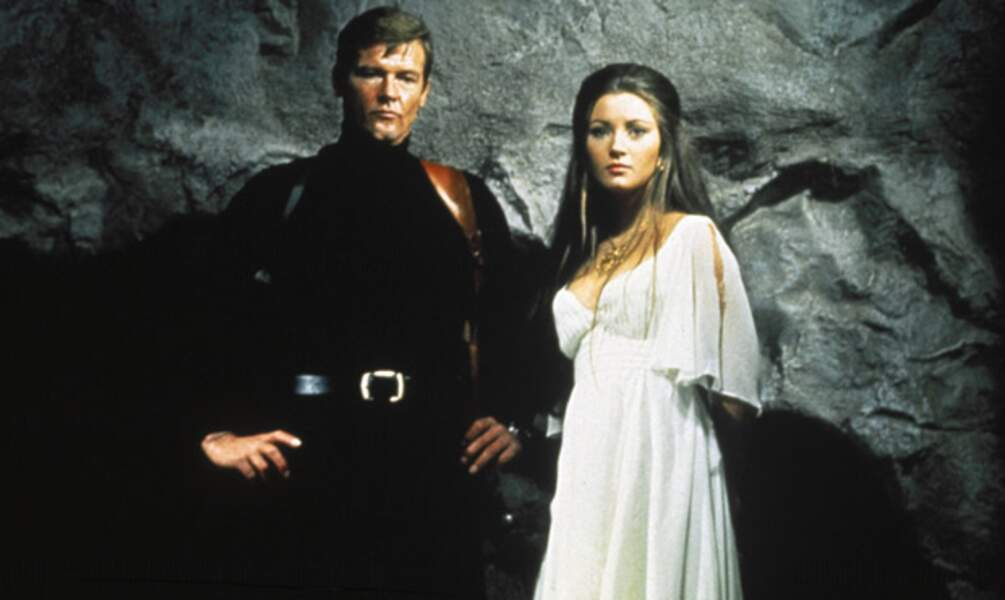 Roger Moore et la Dr Quinn Jane Seymour dans Vivre et laisser mourir