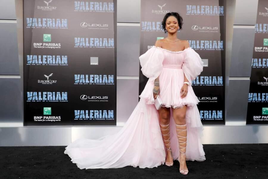 Et sexy ! Dans sa robe rose Rihanna ressemblait à une princesse