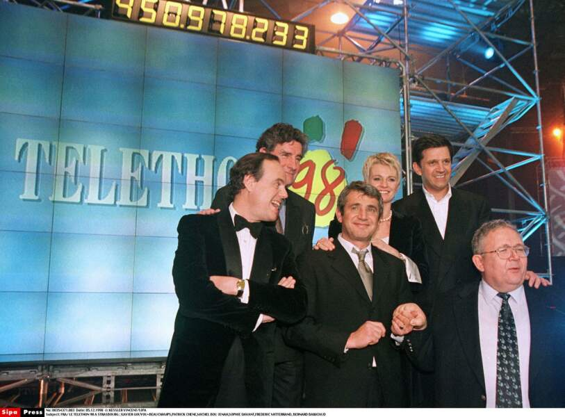 Sophie Davant sur le plateau du Téléthon en 1998. Elle est l'une des figures du programme depuis 1997
