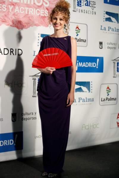 Esther Acebo, la comédienne choisie pour le rôle, a opté pour une longue robe sobre de soirée
