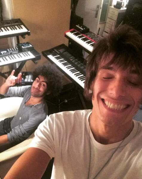 Il enregistre son premier EP avec... tiens tiens !