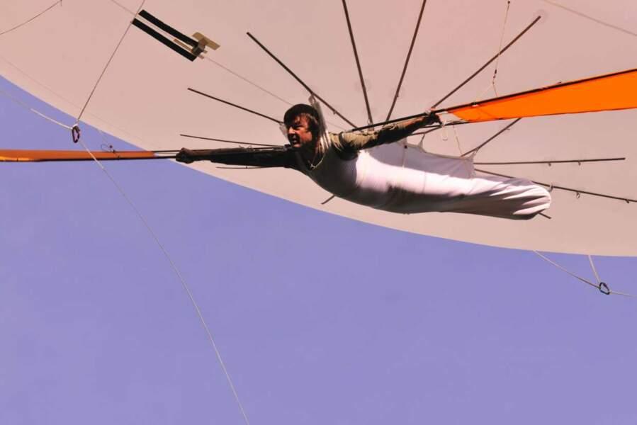 Dans Ushuaïa Nature, Nicolas Hulot s'est fait plaisir : ici, il fait de l'aéroplume