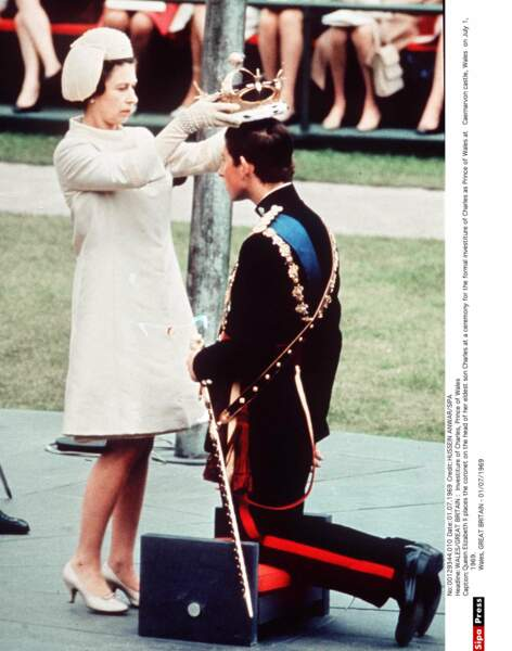 Le 1er juillet 1969, Charles est intronisé officiellement héritier de la couronne et fait prince de Galles