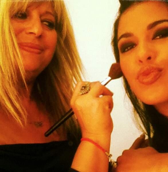 ... mais aussi dans Hollywood Girls en tant qu'actrice ! Petite pause make-up avant le tournage.