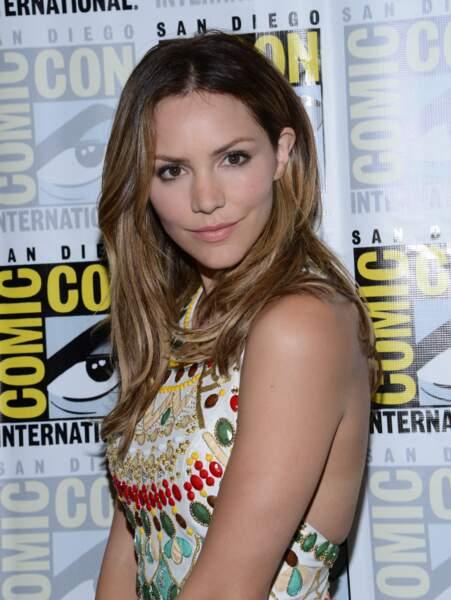 Katharine McPhee (Scorpion) a choisi une robe bien moins décolletée que lors du Festival de Monte-Carlo