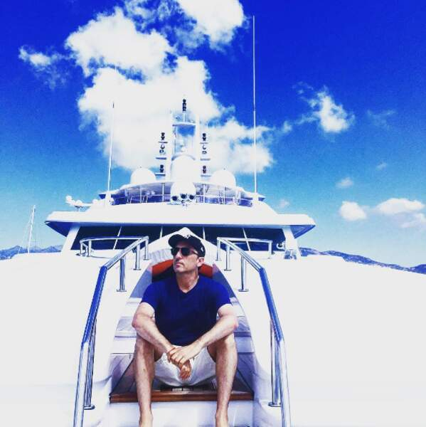 Mais l'autre énorme mode en cet 2016, c'est... le bateau ! En Corse pour Gad Elmaleh.