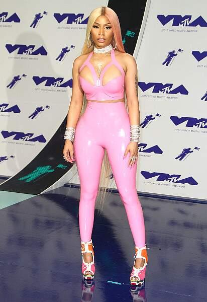 Nicki Minaj coincée dans sa tenue latex