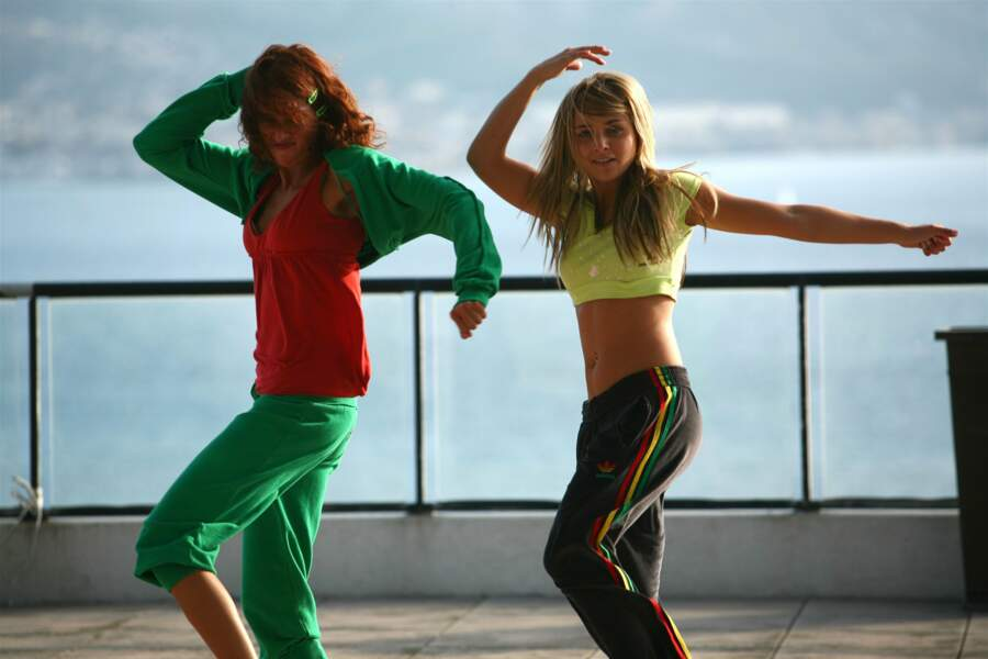 Déjà, elle montre ses talents de danseuse.