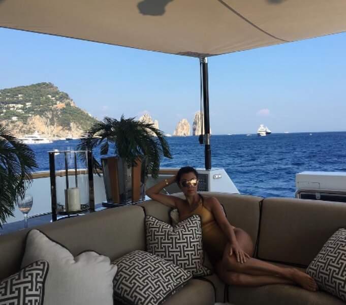 Et direction Capri pour Kourtney Kardashian, ses enfants et sa mère.
