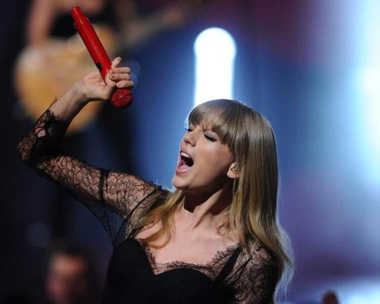 """Taylor Swift aussi. Elle tente de conquérir les Français avec son titre """"We are never ever getting back together""""."""