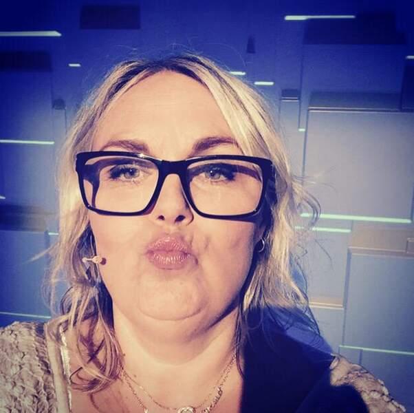 Valérie Damidot fait une duckface...