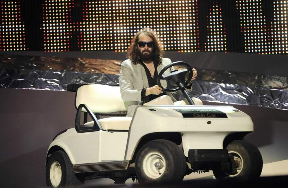 """En 2008, Sébastien Tellier interprète son titre """"Divine"""" pour défendre la France"""