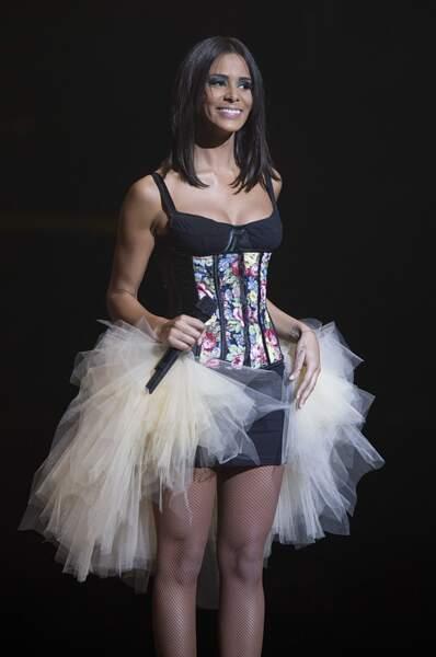 Shy'm ose le look ballerine rock en concert. On aime... ou pas !