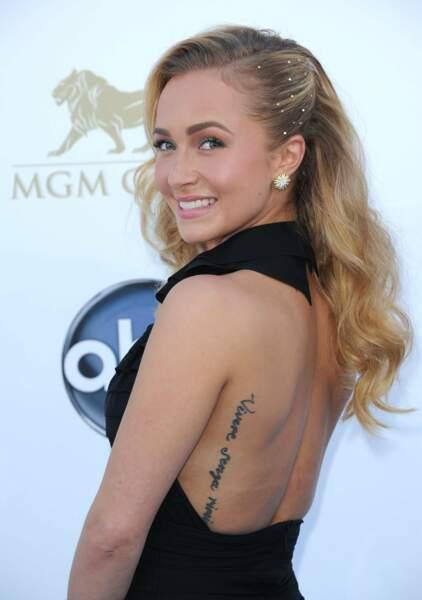 Hayden Panettiere a aussi dû cacher son tatouage dans le dos.