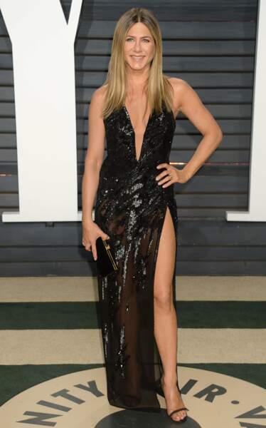 Jennifer Aniston, ses jambes elle les aime, elle les montre !