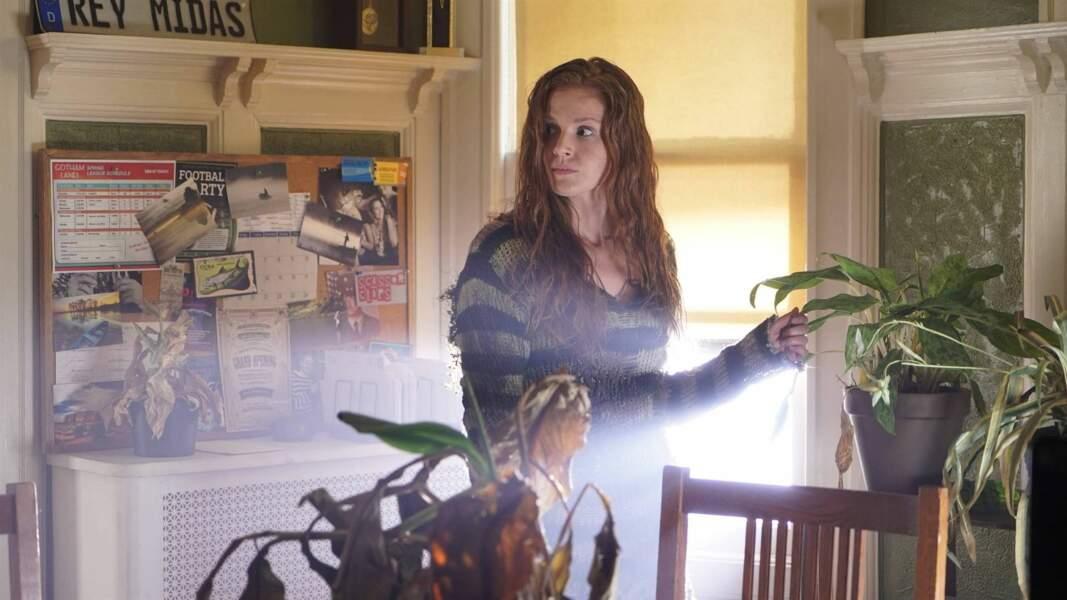 Pour la troisième saison, Maggie Geha succède à Clare Foley dans le rôle d'Ivy Pepper, la future Poison Ivy
