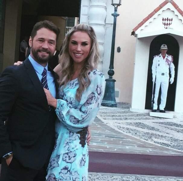 L'acteur et sa femme n'ont pas résisté à un selfie avec le garde