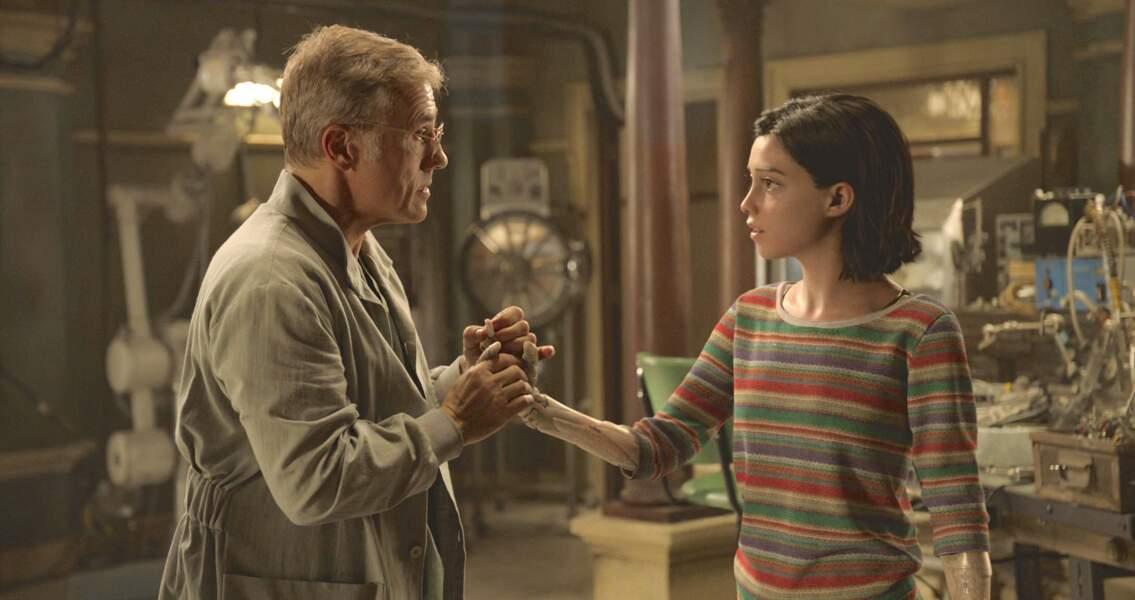 Il réanime le cyborg, appelé Alita, en lui greffant un corps d'adolescente.