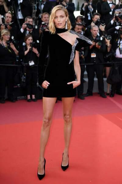 Le top Anja Rubik avait misé pour une tenue plus courte et plus sexy