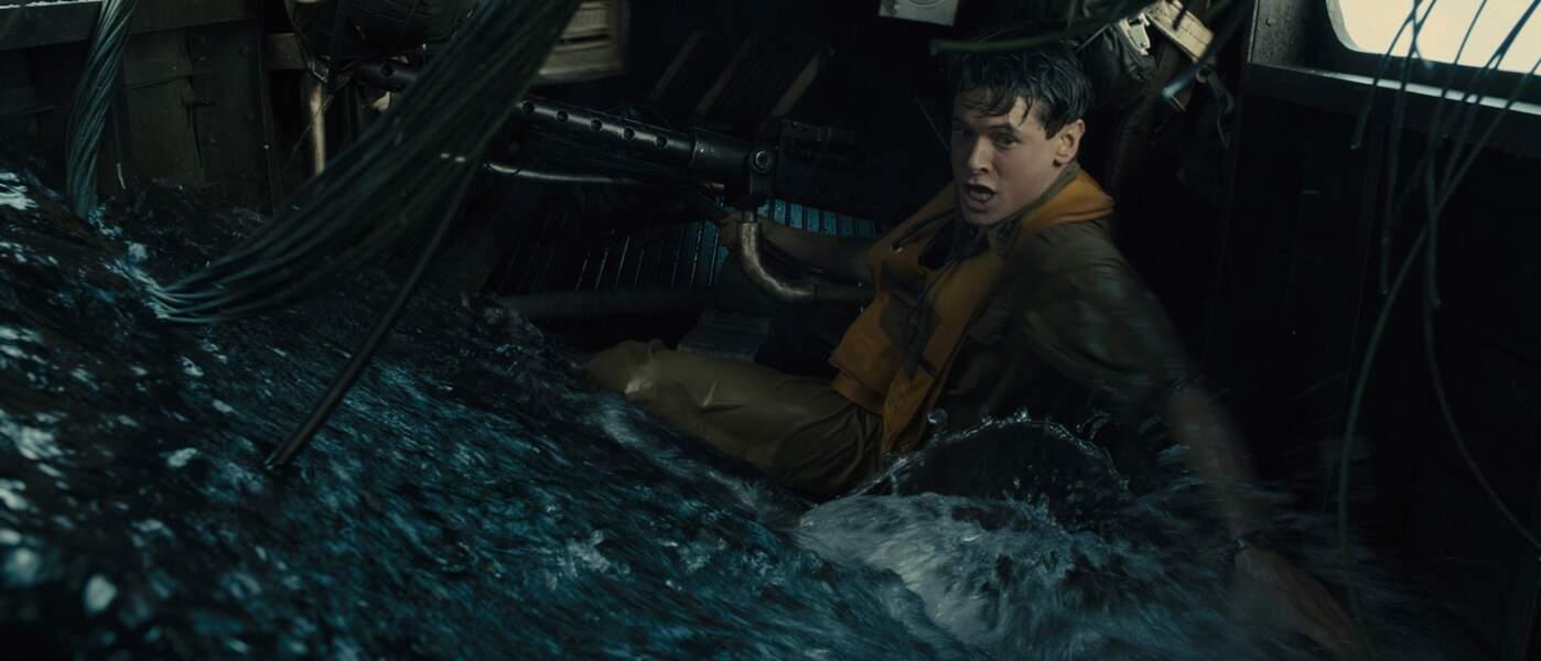 Invincible (2014): Jack O'Connell tente de quitter son avion militaire qui s'est abimé en mer