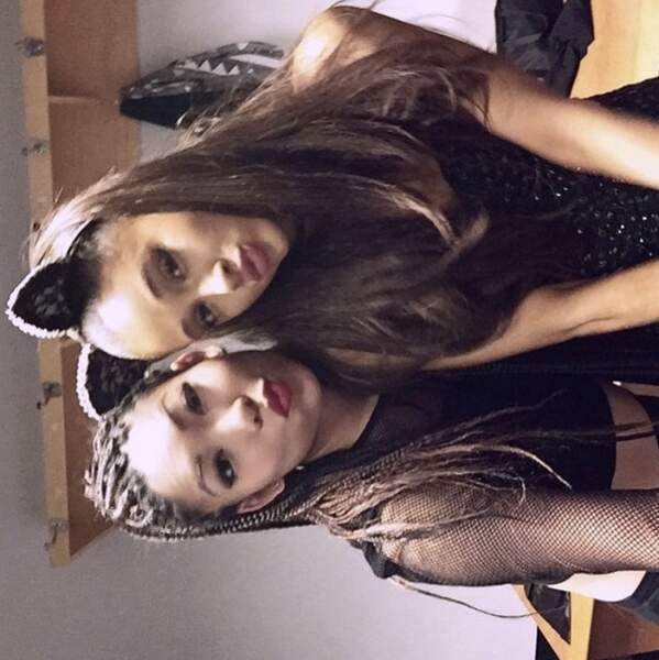... Et Ariana Grande a posé en chat sur cette photo postée à l'envers (oui oui).