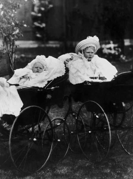 En 1930, Elisabeth accueille sa petite sœur Margaret