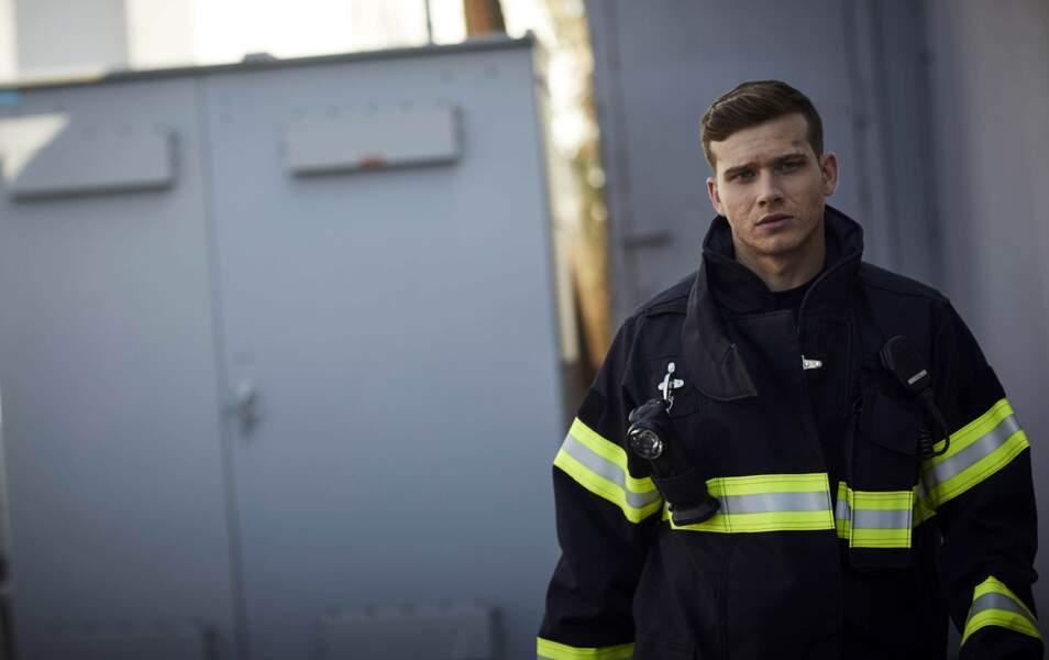 Le jeune pompier va devoir, non sans mal, se plier aux ordres du capitaine Nash