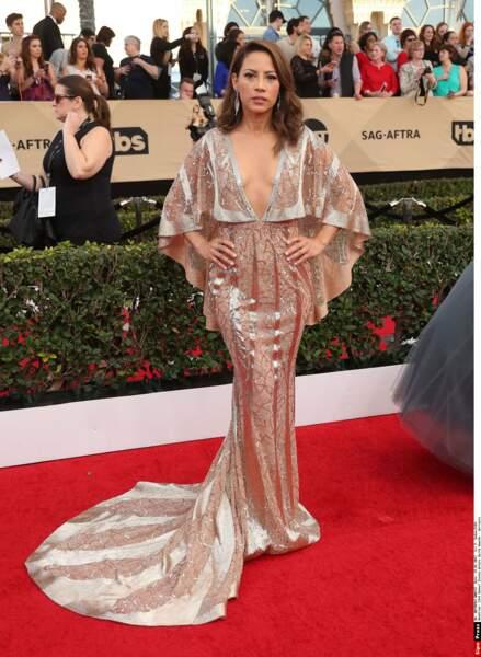 Son interprète Elizabeth Rodriguez joue les stars sur le tapis rouge