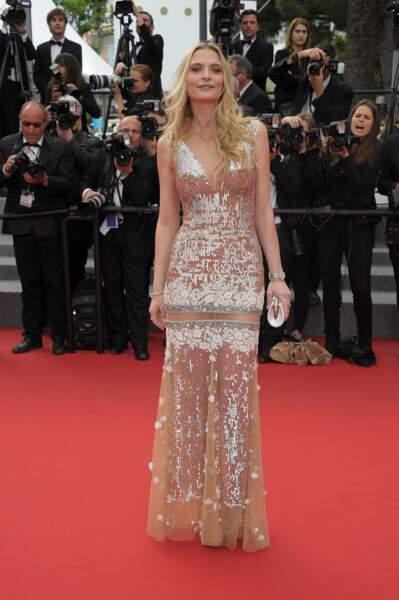"""Sarah Marshall lors de la montée des marches pour le film """"Dheepan"""" au Festival de Cannes"""