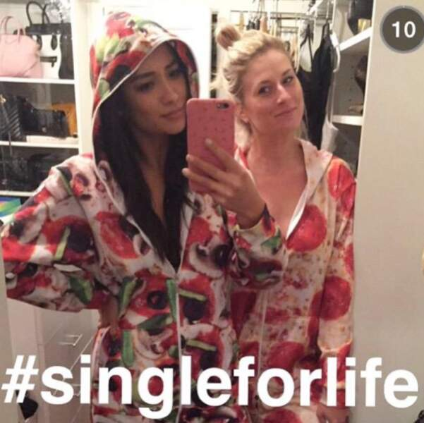 Avec ses amis, elle ose se montrer en pyjama,