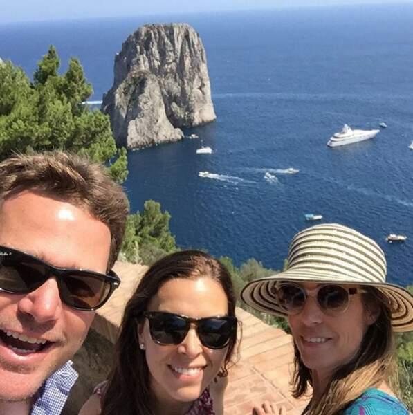 Pendant ce temps, Chris O'Donnell a pris la route pour Capri