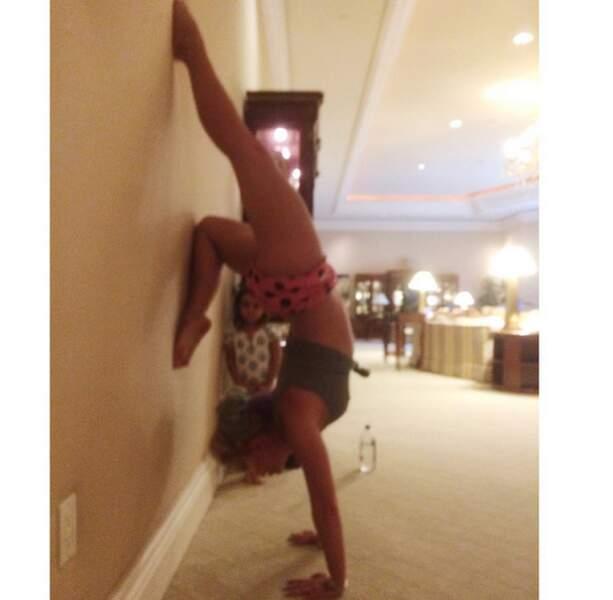 Britney est toujours aussi à fond dans le yoga.